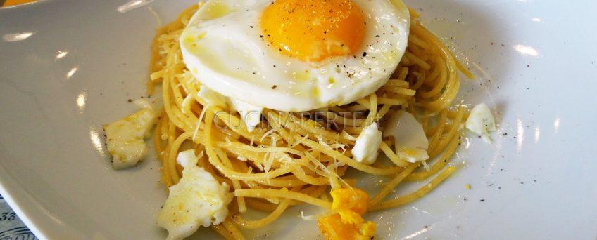 spaghetti con uovo