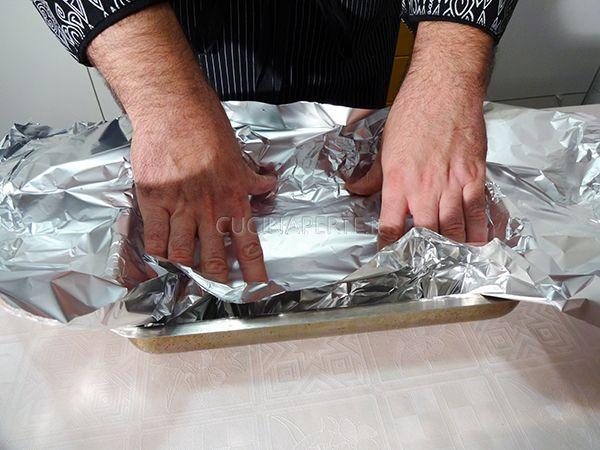 Stendere foglio di alluminio
