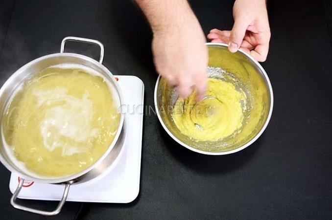 Preparare crema con uovo