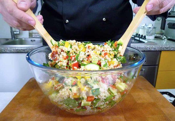 Mescolare l'insalata