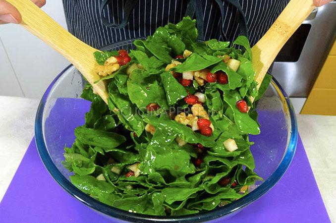 Mescolare insalata