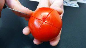 Incidere il pomodoro