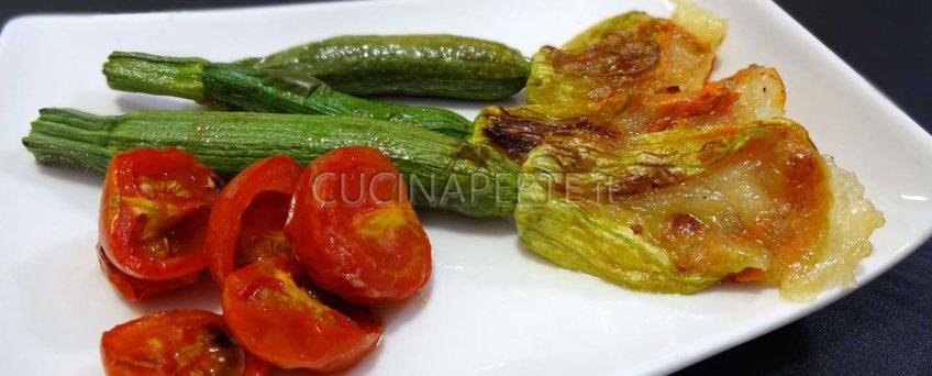 Zucchine con fiore al forno