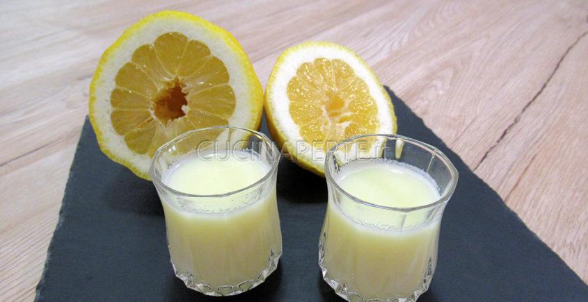 Crema di limoncello in bicchiere