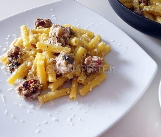 Mezzani tagliati salsiccia e ricotta piatto finito