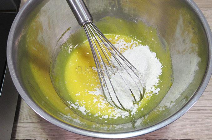 Farina nel composto di uova