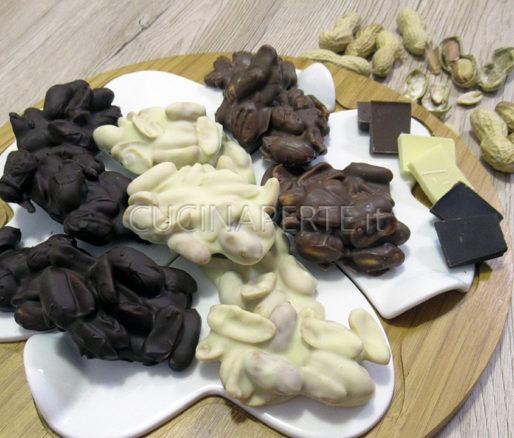 Arachidi ricoperte di cioccolato