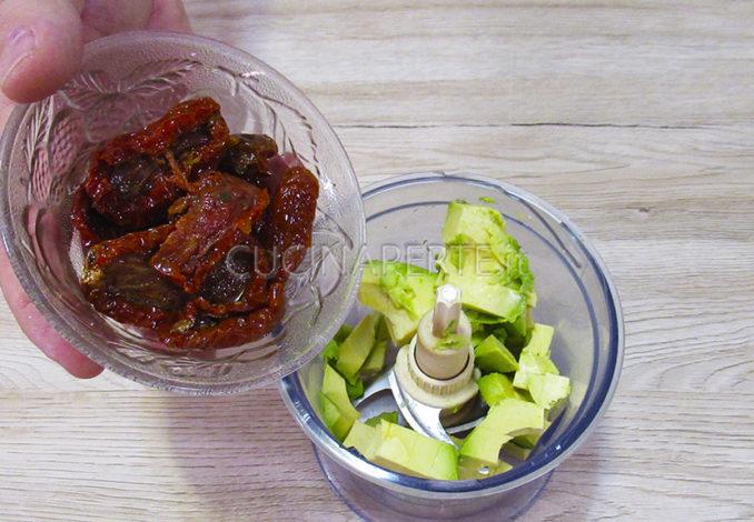 Pomodori secchi e avocado
